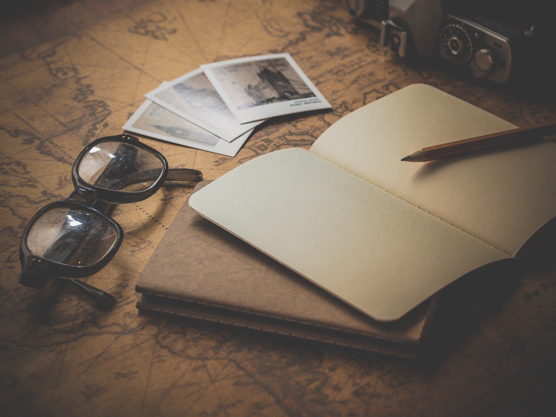 Обои Пальма, стул, очки, книга. Разное foto 18